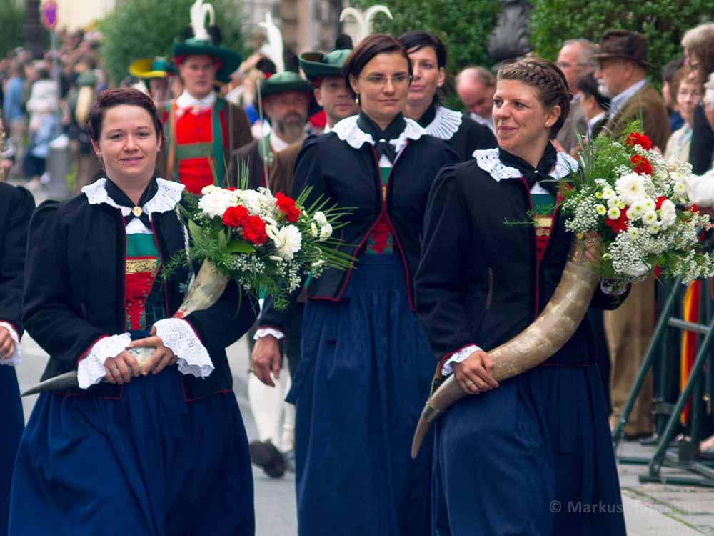 Blumenfrauen.jpg