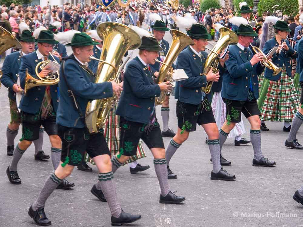 Tuba-Horn-Bayern.jpg